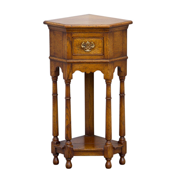 Miniature Corner Table Tudor Oak : gw 4303 1 iso from tudor-oak.co.uk size 600 x 600 jpeg 44kB
